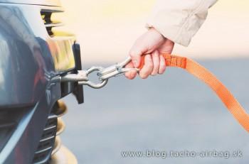 Viete, ako ťahať auto lanom?