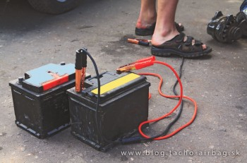 Nabíjame batériu v aute - poznáte správny postup?